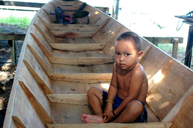 Child in Kalimantan.